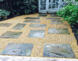 Gravel garden With Stepping Stones